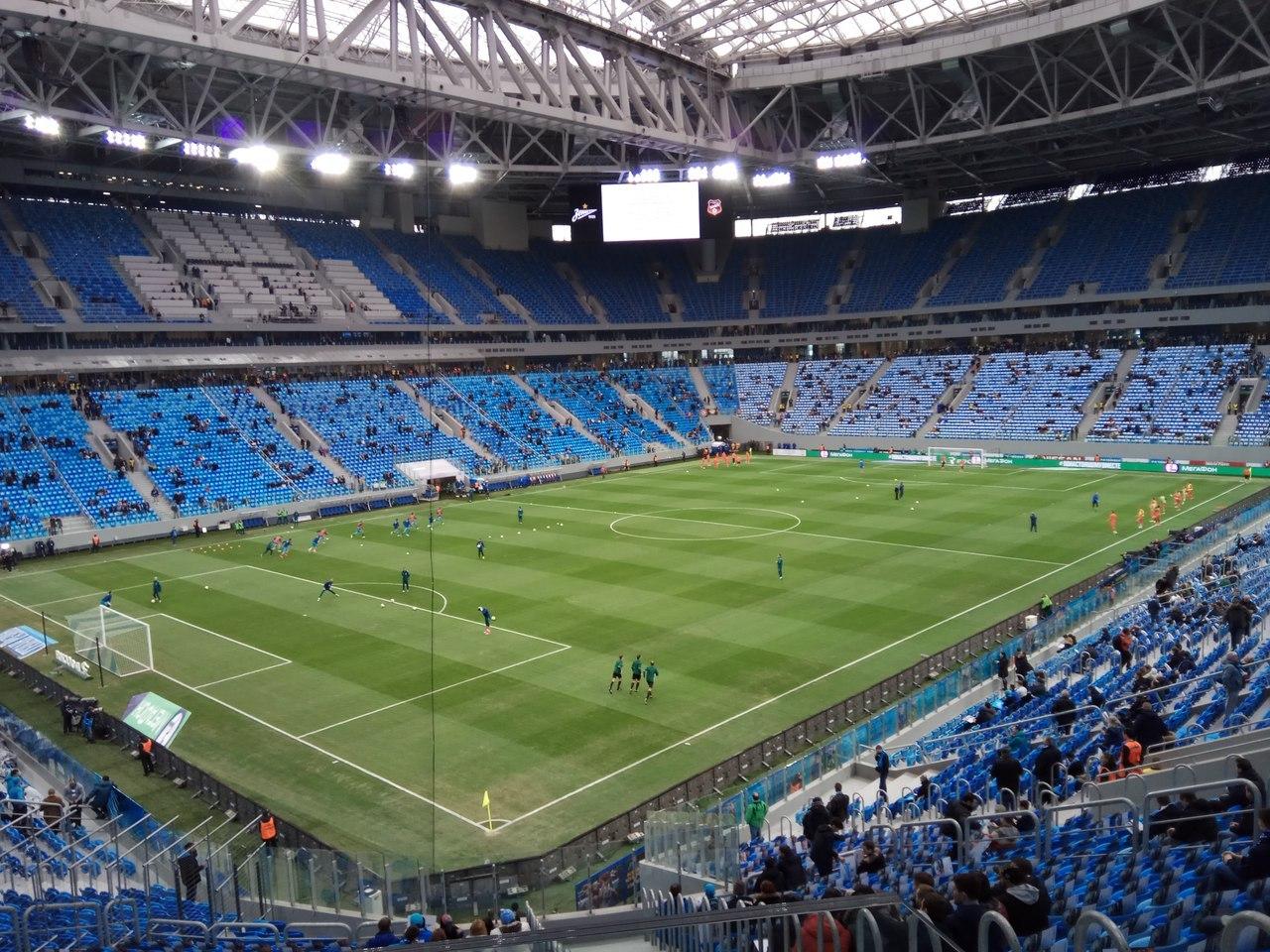 Футбольное поле на Газпром Арене