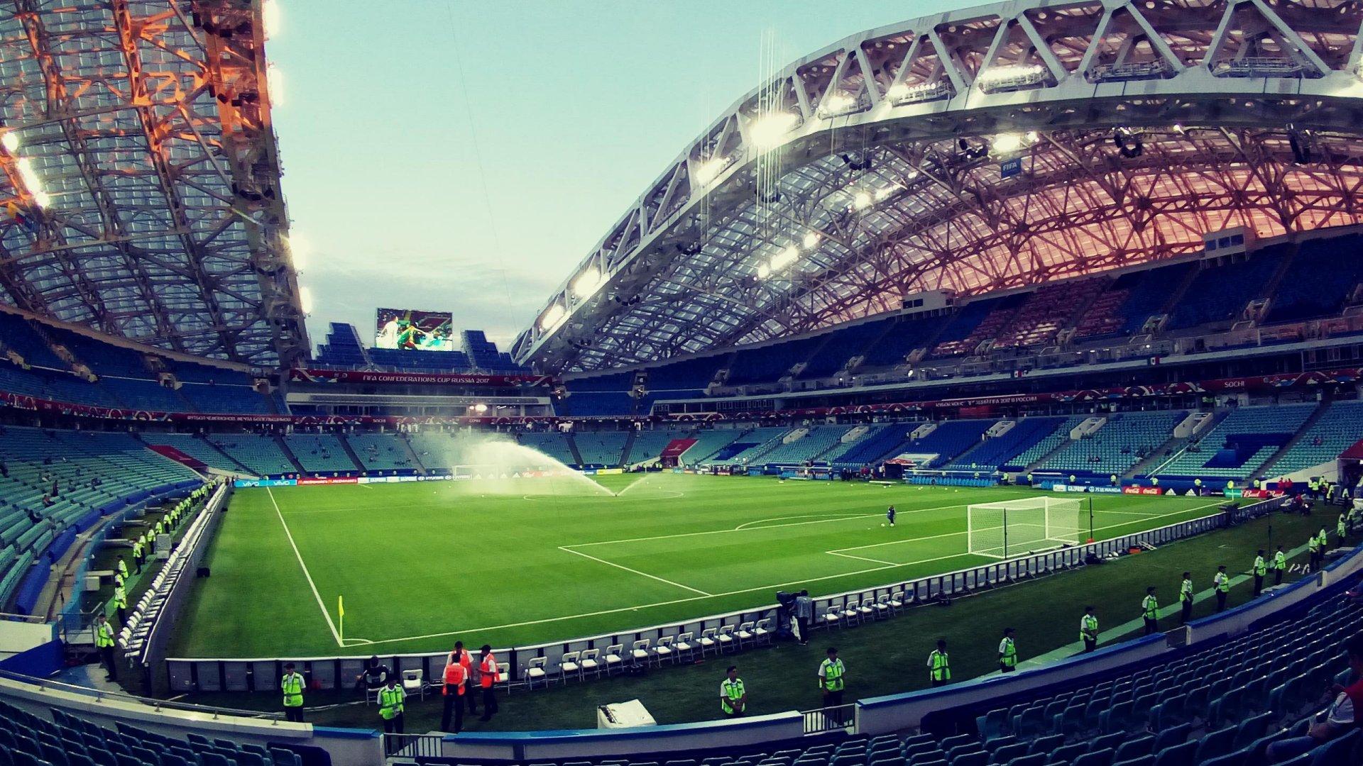 Футбольное поле на стадионе Фишт