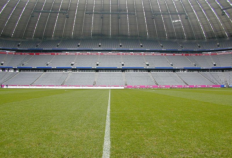 800px-Allianz_Arena_leer_1244