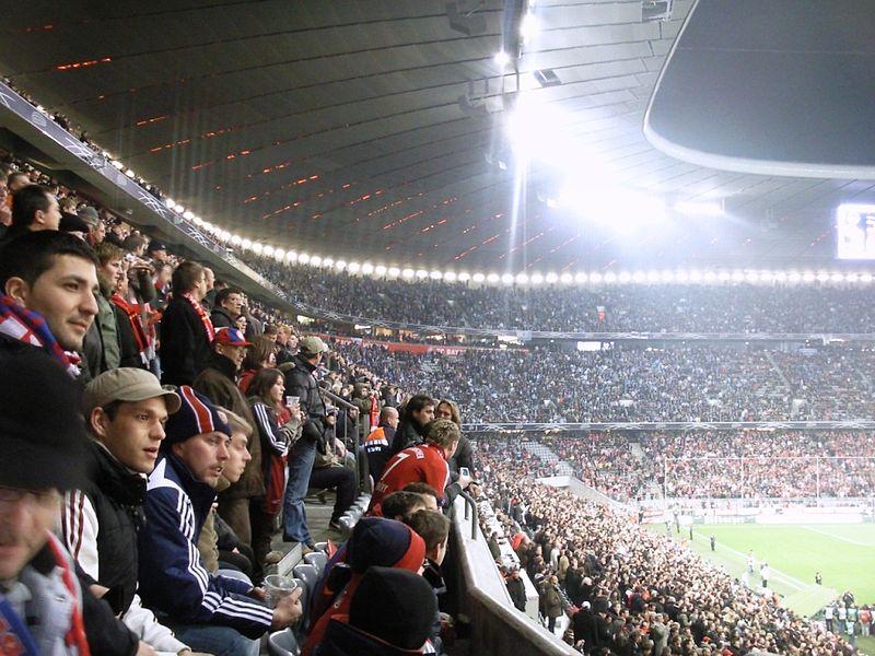 800px-DFB_Pokal_Viertelfinale_2008_FC_Bayern_-_1860_München_2
